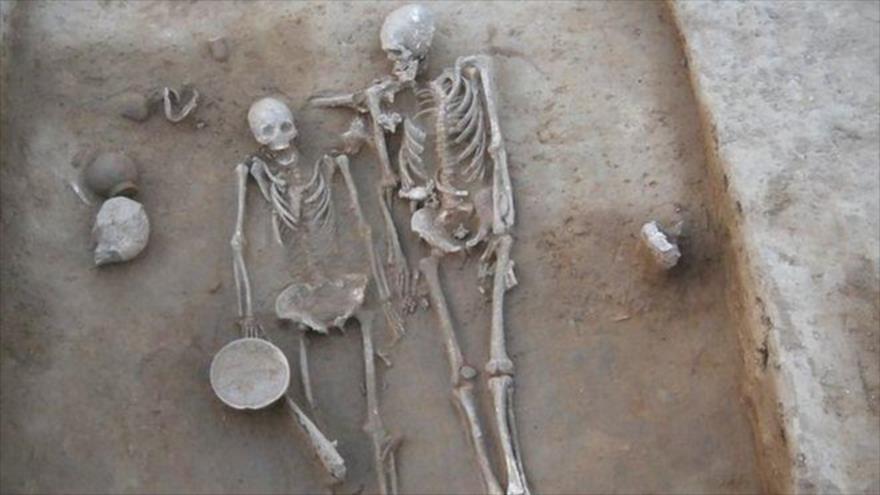 Los restos de una misteriosa pareja sepultada hace 4500 años en el estado indio de Haryana. (Foto: BBC)