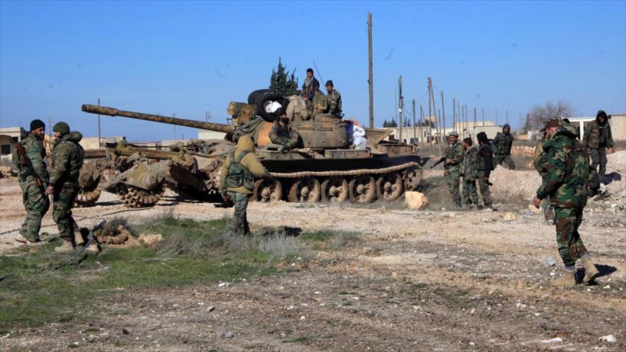 Soldados del Ejército sirio en una localidad en la provincia noroccidental de Idlib.