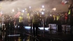 Chalecos amarillos marchan bajo extrema vigilancia en París