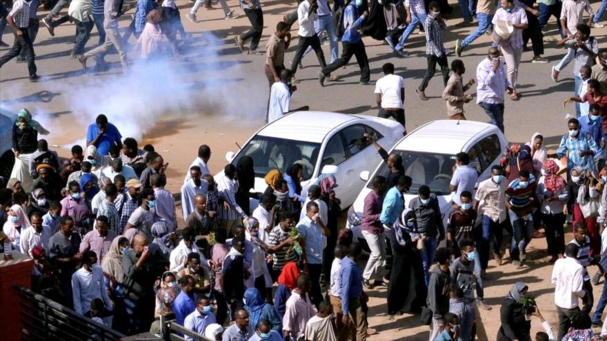Sudaneses se manifiestan contra el Gobierno del presidente Omar al-Bashir.
