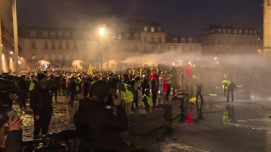 Represión en Francia. Protesta en Londres. Israel ataca Gaza