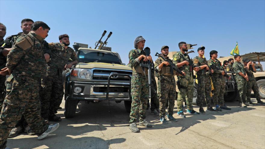 Las Unidades de Protección del Pueblo (YPG) en la ciudad siria de Al-Shadadi, situada en el sur de Al-Hasaka, 11 de septiembre de 2018. (Foto: AFP)