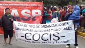 Guatemaltecos bloquean el tránsito para pedir renuncia de Morales