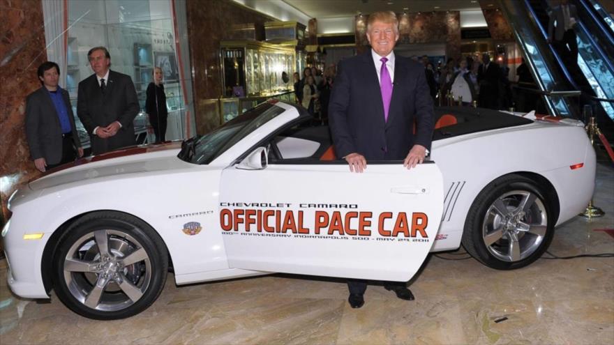 El presidente de EE.UU., Donald Trump, en una exhibición de coches.
