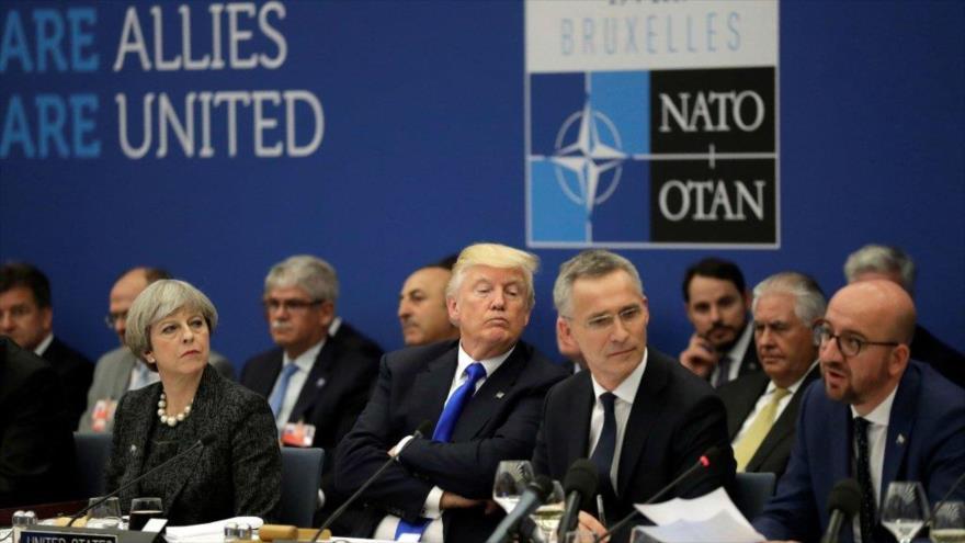 Presidente de EE.UU., Donald Trump (centro), asiste a la cumbre de la OTAN en Bruselas, Bélgica, julio de 2018.