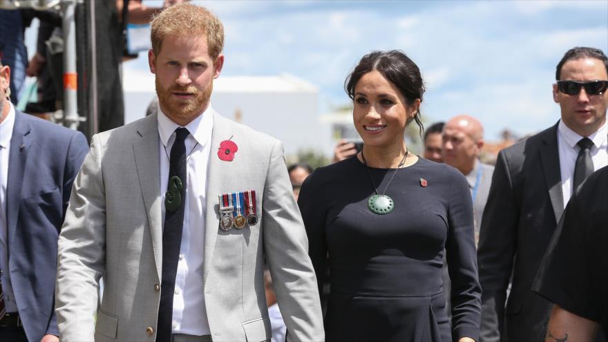 Meghan Markle y el príncipe Harry durante una visita a Nueva Zelanda, 31 de octubre de 2018. (Foto: AFP)