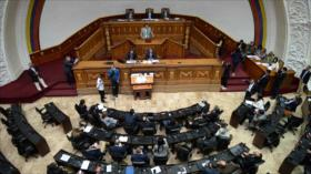 """Asamblea Nacional de Venezuela declara """"usurpador"""" a Maduro"""