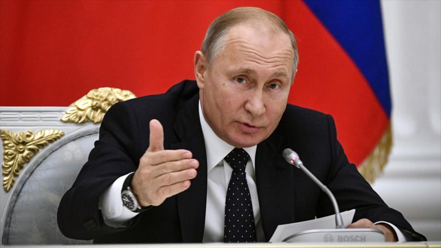 El presidente ruso, Vladimir Putin, habla en una reunión con los empresarios en el Kremlin, Moscú (capital), 26 de diciembre de 2018. (Foto: AFP)