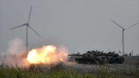 Soldados taiwaneses participan en un ejercicio con tanques