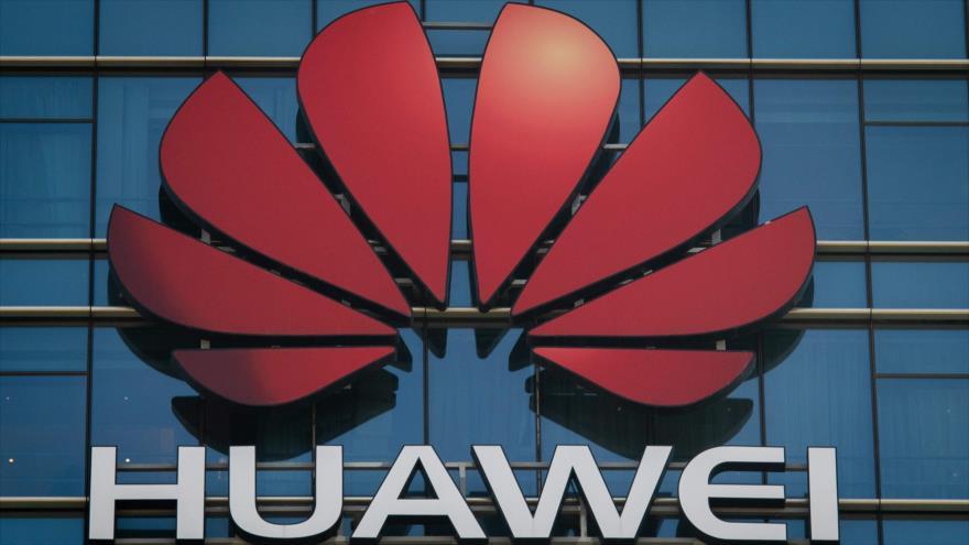 Logo de la empresa de telecomunicaciones china, Huawei, en oficina de la compañía en la ciudad de Dongguan, China, 18 de diciembre de 2018. (Foto: AFP)