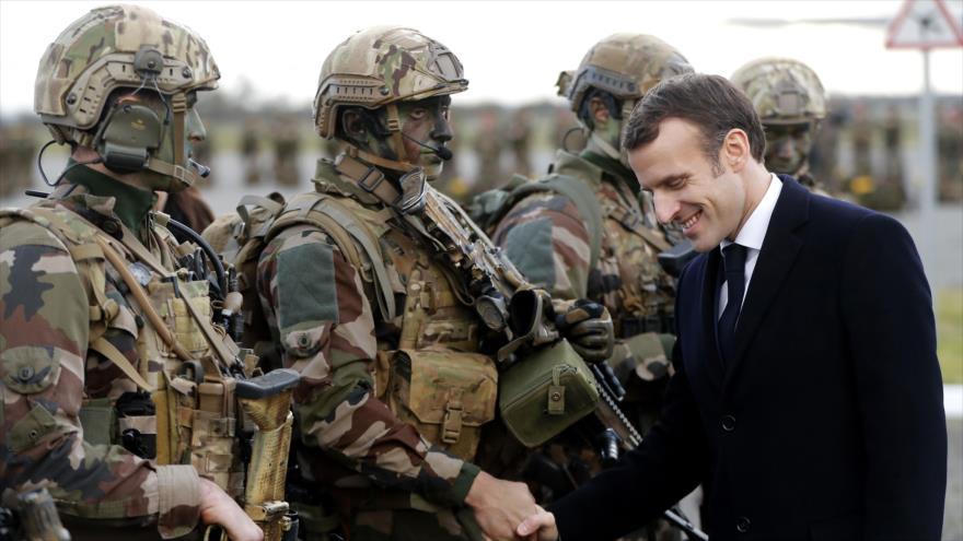 Macron dice que mantendrá tropas en Siria pese a retirada de EEUU
