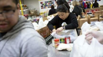 Funcionarios de EEUU recurren a caridad por el cierre del Gobierno