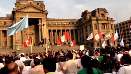 Peruanos protestan por retiro arbitrario del juez Carhuancho