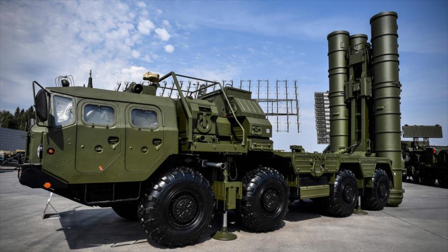 Sistema de misiles antiaéreos S-400 de Rusia con capacidad de destruir objetivos hipersónicos, Moscú, Rusia, 22 de agosto de 2017. (Foto: AFP)