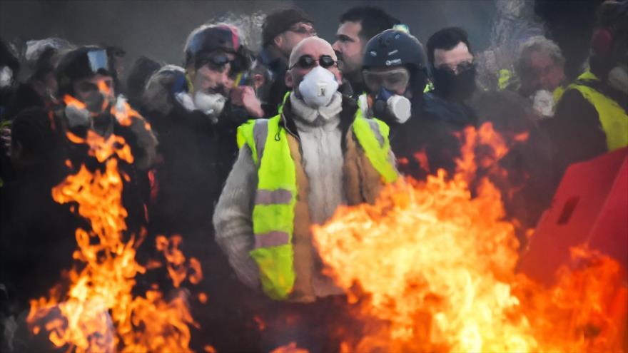 """Manifestantes franceses participan en protesta de """"chalecos amarillos"""" en Angers, Francia, 19 de enero de 2019. (Foto: AFP)"""