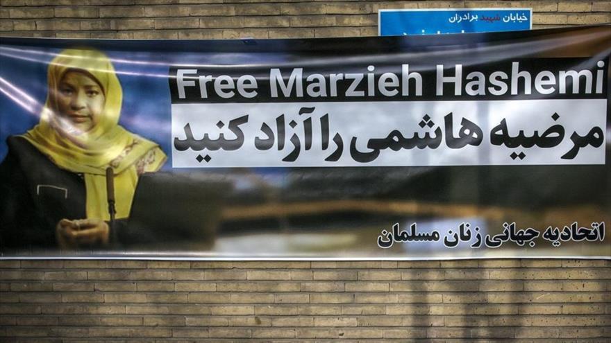 Una pancarta en una protesta frente a la embajada de Suiza por la detención de la periodista de Press TV Marzie Hashemi, Teherán, 20 de enero de 2019.