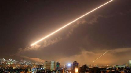 Vídeo: Siria repele ataque de cazas hostiles a depósitos militares