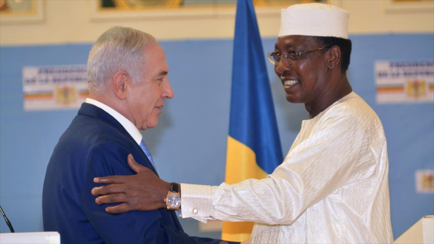 El primer ministro israelí, Benjamín Netanyahu, junto con el presidente de Chad, Idriss Déby, 20 de enero de 2019. (Foto: AFP)