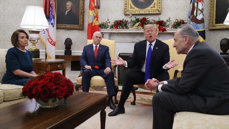 El presidente de EE.UU., Donald Trump (2º dcha.), se reúne con la líder demócrata, Nancy Pelosi, en la Casa Blanca, 11 de diciembre de 2018. (Foto: AFP)