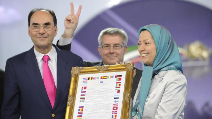 El primer presidente y fundador del partido español Vox, Alejo Vidal-Quadras, junto a la jefa del grupo terrorista Muyahedin Jalq (MKO), Maryam Rayavi.
