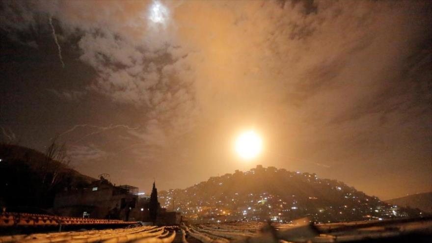 La Defensa Aérea siria responde a ataque con misiles de Israel contra Damasco, 15 de septiembre de 2018.