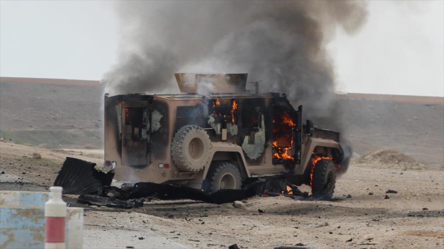 Un vehículo de las Fuerzas Democráticas Sirias (FDS) dañado en un ataque cerca de Shadadi en la provincia de Hasaka, 21 de enero de 2019.