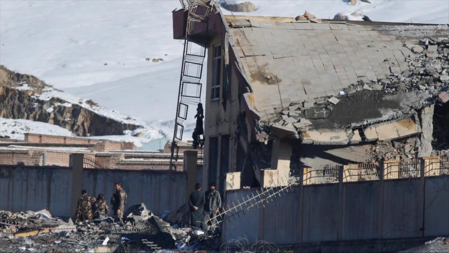 Ataque a base militar en Afganistán deja 126 muertos