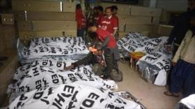 Mueren 27 personas tras choque de autobús con camión en Paquistán