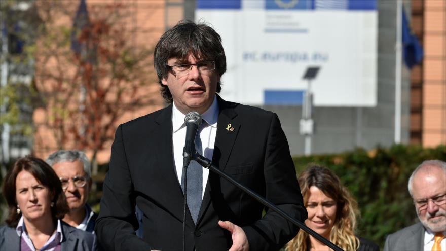 El cesado presidente catalán, Carles Puigdemont, pronuncia un discurso ante la Comisión Europea en Bruselas, 25 de septiembre de 2018. (Foto: AFP)