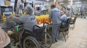 Una fábrica iraní ofrece un trabajo digno a los discapacitados
