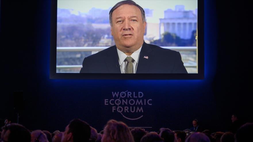 El secretario de Estado de EE.UU., Mike Pompeo, asiste a través de un mensaje de vídeo en el Foro Económico Mundial en Davos, 22 de enero de 2019. (Foto: AFP)