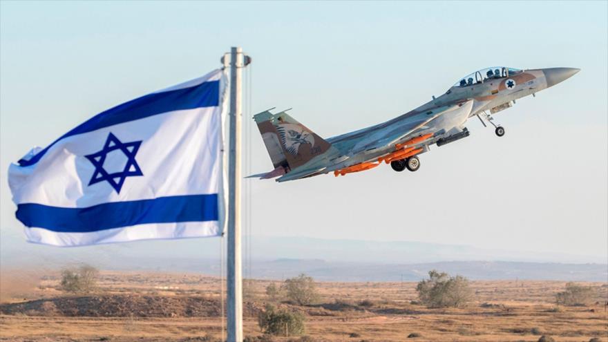 Caza F-16 israelí despega de una base aérea del ejército en los territorios ocupados palestinos.