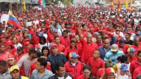 Chavistas y opositores protestan a favor y en contra de Maduro