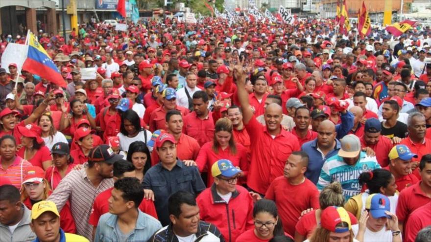 Chavistas y opositores protestan a favor y en contra de Maduro | HISPANTV
