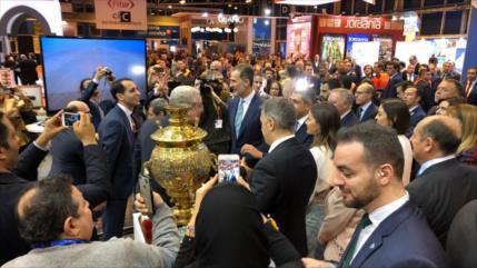 Reyes de España visitan en Madrid pabellón de Irán en Fitur