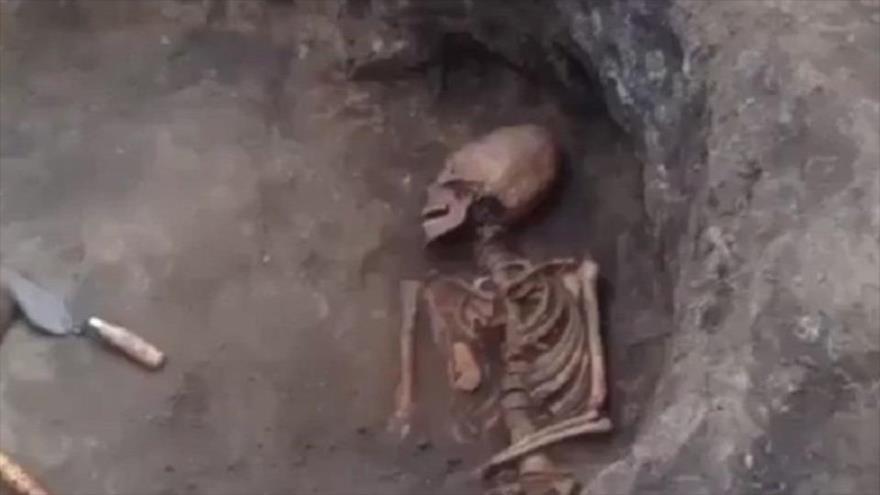 Arqueólogos hallan esqueleto de una mujer 'alienígena' en Rusia