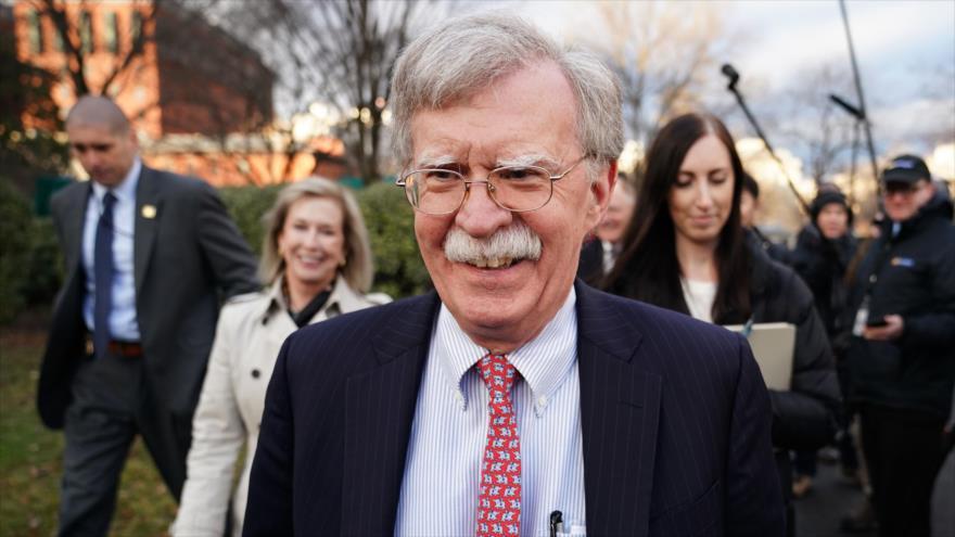 El asesor de la Seguridad Nacional de EE.UU., John Bolton, tras hablar con periodistas en la Casa Blanca, Washington, 24 de enero de 2019. (Foto: AFP)