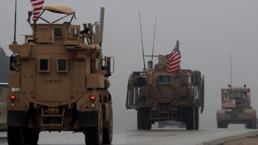 Un convoy de vehículos militares de EE.UU. en la ciudad de Manbij, sita en el norte de Siria, 28 de diciembre de 2018. (Foto: AFP)