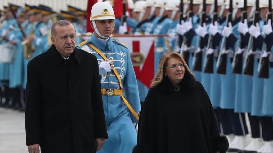 El presidente turco, Recep Tayyip Erdogan, y su par maltesa, Marie-Louise Coleiro Preca, en Ankara, capital turca, 24 de enero de 2019. (Foto: AFP)