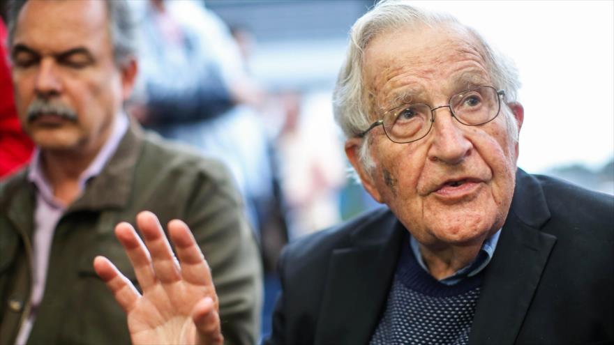 Chomsky y otros 70 intelectuales piden a Trump no intervenir en Venezuela