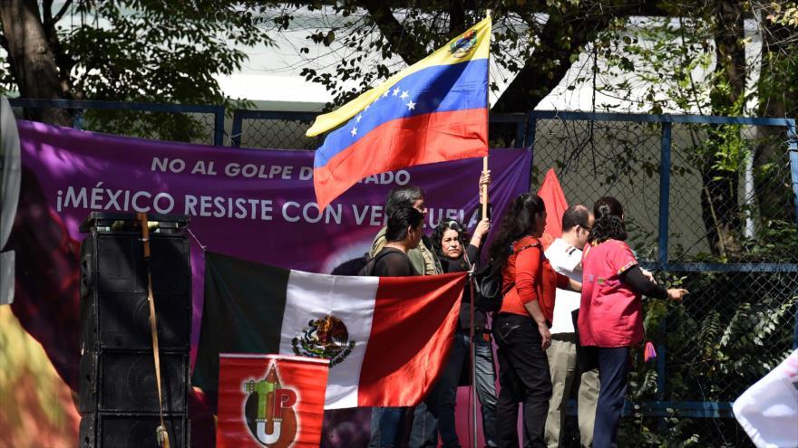 Mexicanos protestan contra apoyo de EEUU al golpismo en Venezuela | HISPANTV