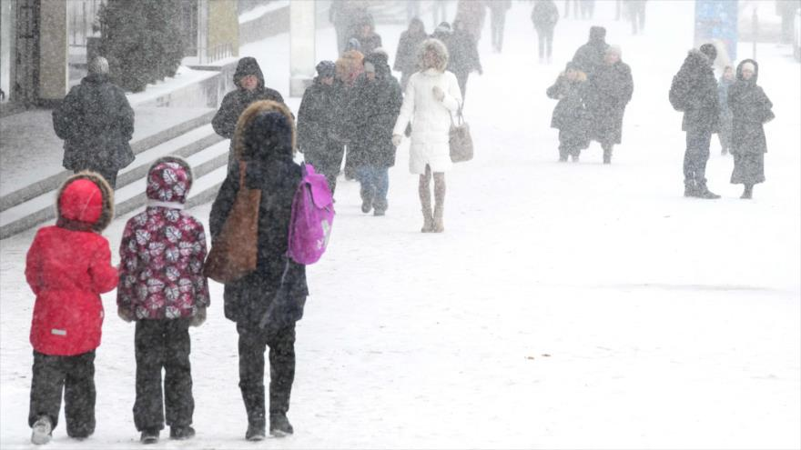 Vídeo: Fuerte nevada sin precedentes congela Moscú