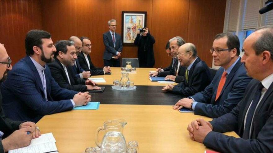Reunión entre el vicecanciller iraní para Asuntos Políticos, Seyed Abás Araqchi, y el director general de la AIEA, Yukiya Amano, 28 de enero de 2019.