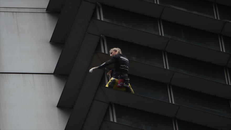 'Spiderman francés', detenido en Manila por escalar un rascacielos