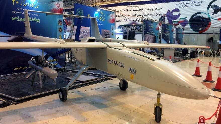El dron Mohayer-6, de fabricación iraní, en una exposición militar en Teherán, la capital de Irán, 30 de enero de 2019.