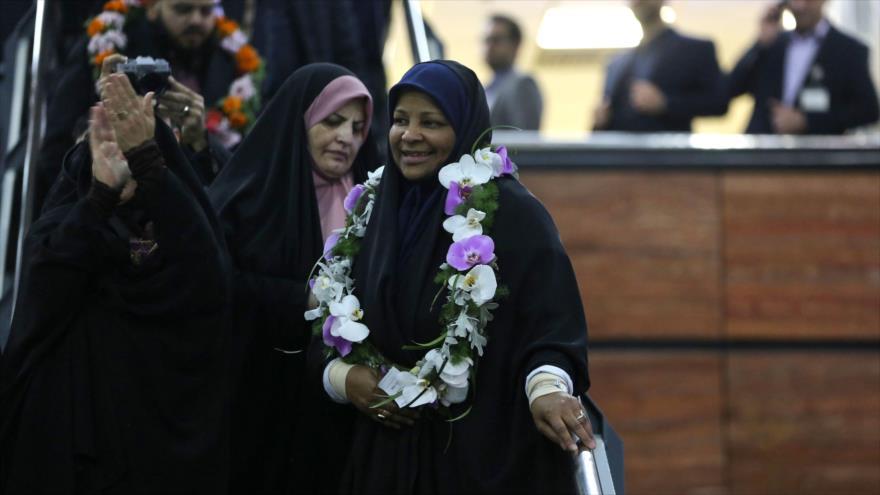 Llega a Teherán la presentadora de Press TV detenida en EEUU