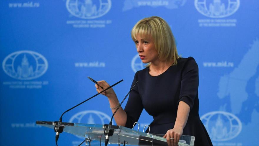 La portavoz de la Cancillería de Rusia, Maria Zajárova, habla a los medios de comunicación en Moscú, 29 de marzo de 2018. (Foto: AFP)
