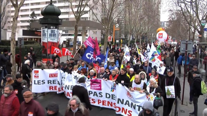 Pensionistas franceses protestan contra política de Macron