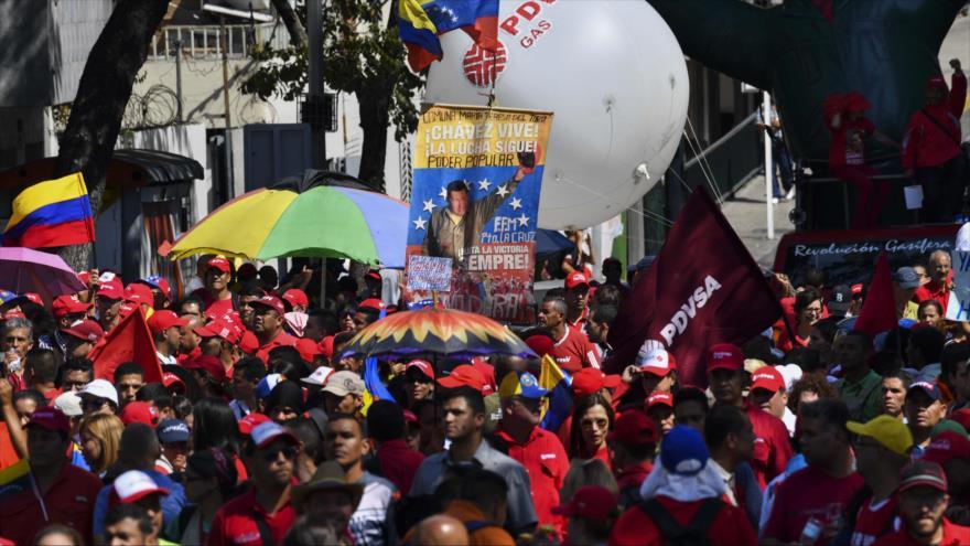 Vídeo: Venezolanos marchan a favor de Maduro ante planes golpistas