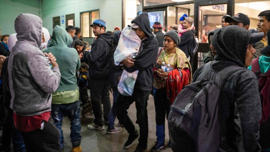Migrantes en una estación de autobús en El Paso, Texas (EE.UU.), 23 de diciembre de 2018. (Foto: AFP)